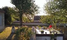 Terrasse de 20 m² avec chaises longues et tables basses